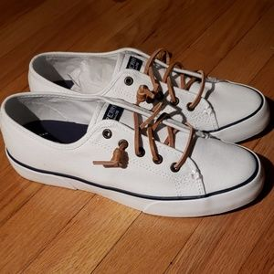 Sperry low top shoes